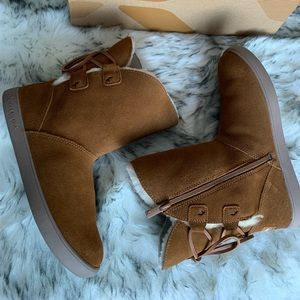 Koolaburra by UGG short boots in Chestnuts